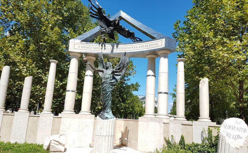 I monumenti servono a ricordare o a cancellare i ricordi indesiderati?